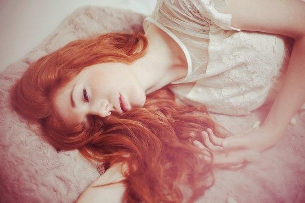 Если вы видели, как красили волосы в рыжий цвет, то это указывает на ваши хитрые и нечестные мысли.