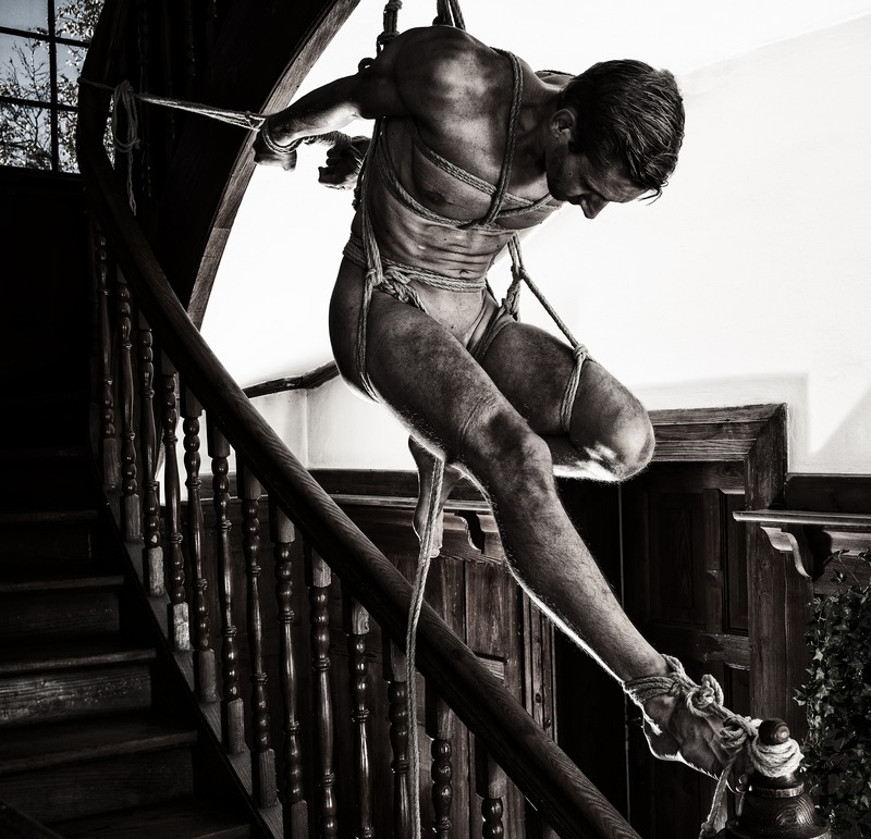 naked-women-ties-man-up