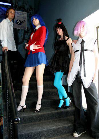 Девушка в голубых колготках